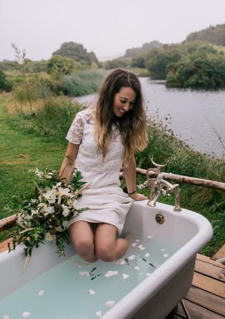 Outdoor bath at Pengelly Retreat