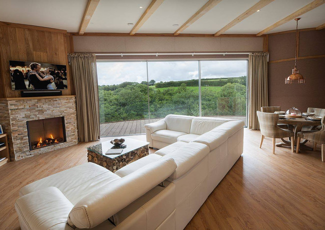 Luxurious Accommodation for Your Elopement Wedding at Tree Top Escape