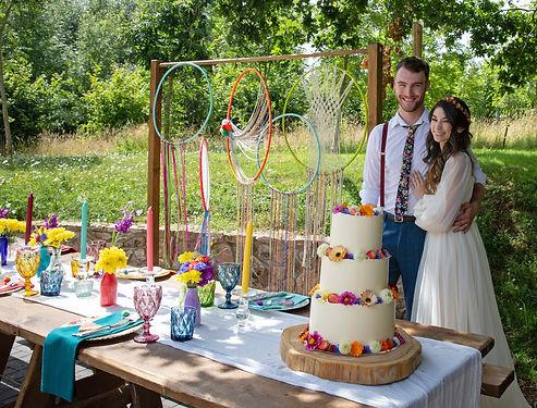 festival vibe wedding cake_happy couple_
