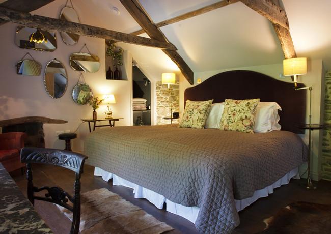 Cottage Bedroom valerian.jpg
