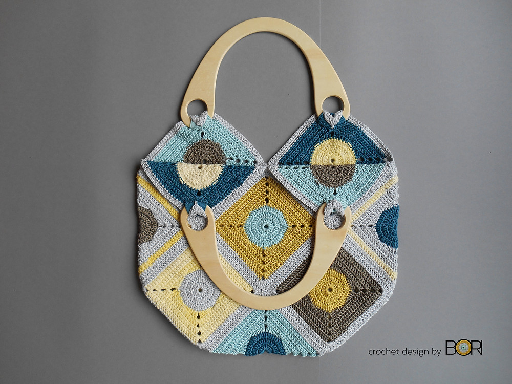 Granny square crochet bag pattern.