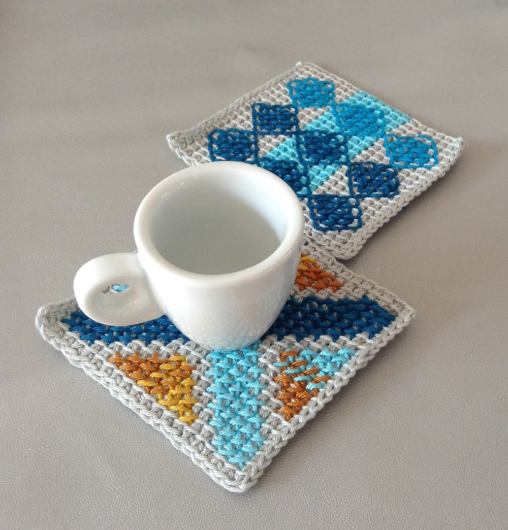 coffee placemat - tunesien crochet with cross stitch