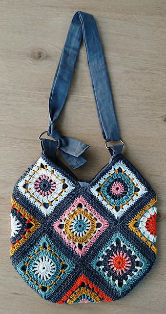 colorful crocheted granny square bag pattern