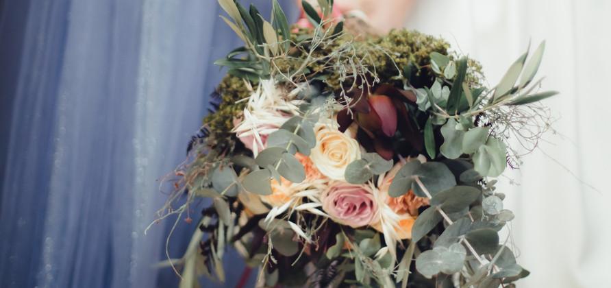 Bouquet de mariées et les 2 mariées