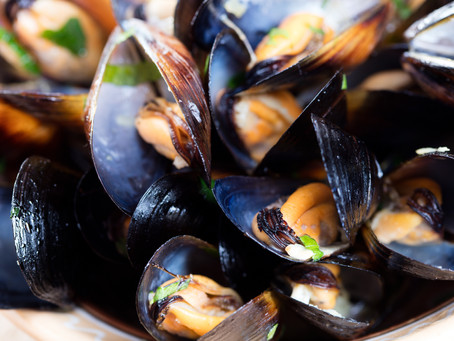 White Wine and Olive Oil Steamed Mussels