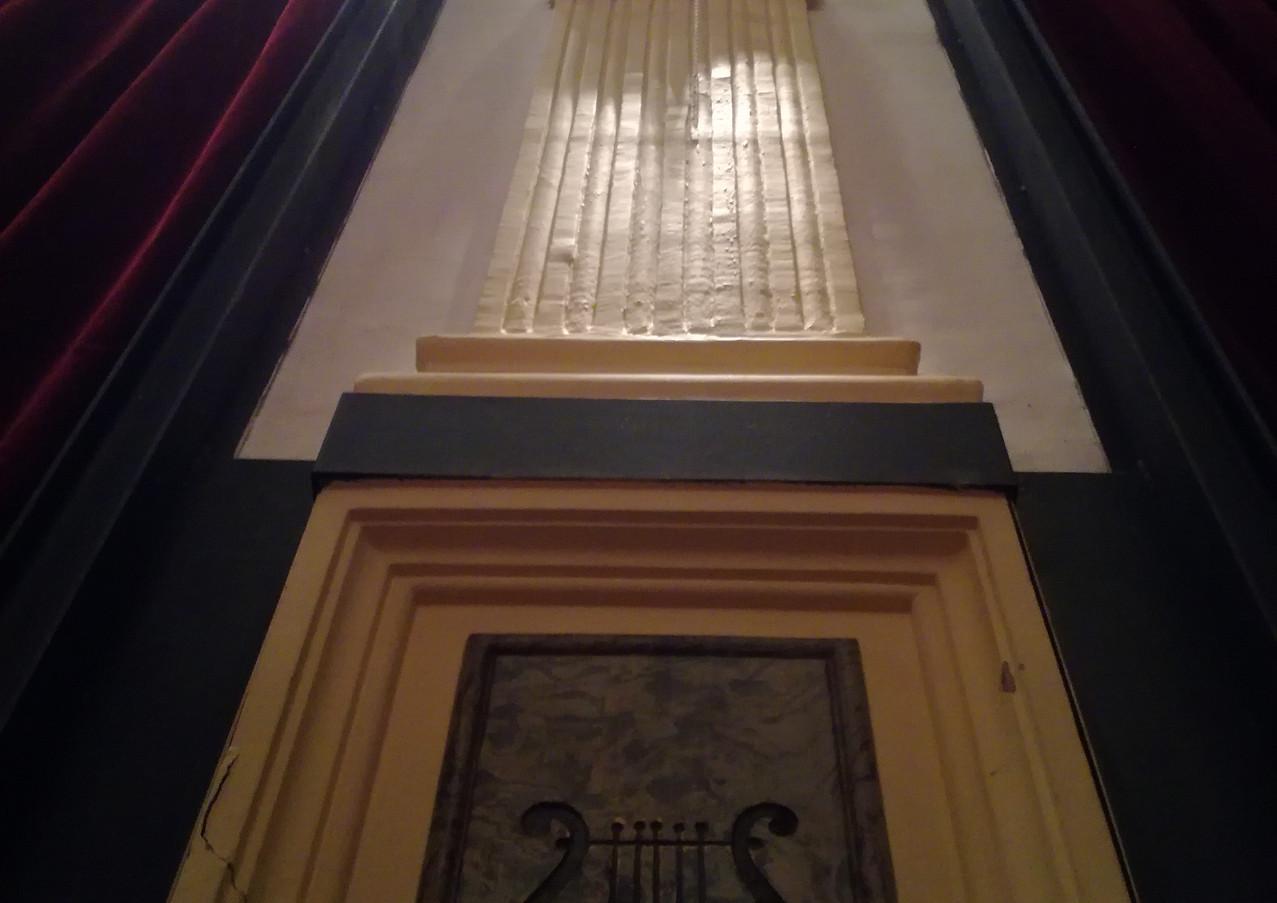 Stucchi e decorazioni della Sala del Teatro Verdi
