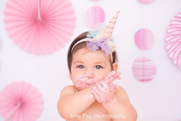 The cutest smash cake session!