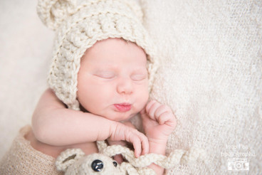 Newborn photo session for adorable girl