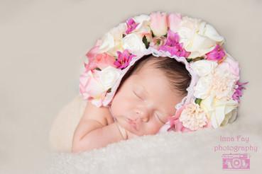 Newborn photo session for beautiful girl
