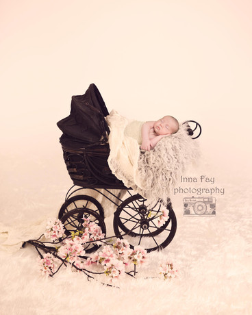 Beyond cute newborn baby girl photo session in NYC!