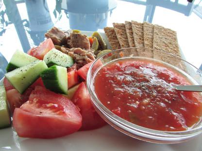 Tuna, Salsa Veggie and Finncrisp Cracker