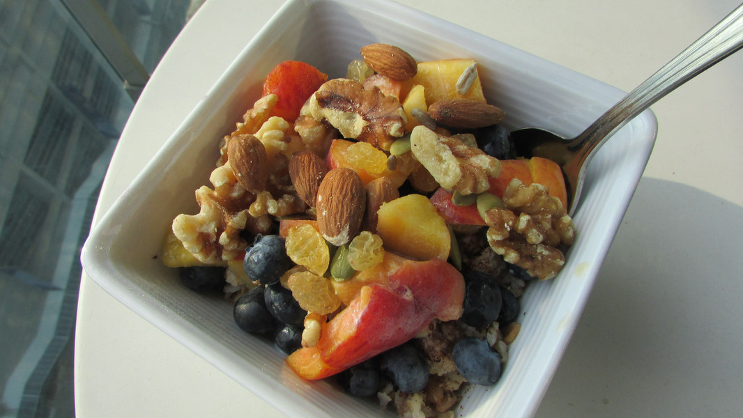 Oats with Berry & Nuts