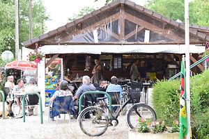 On vous accueil à la terrasse du Bar et vous propose notre Sanck - Restaurant