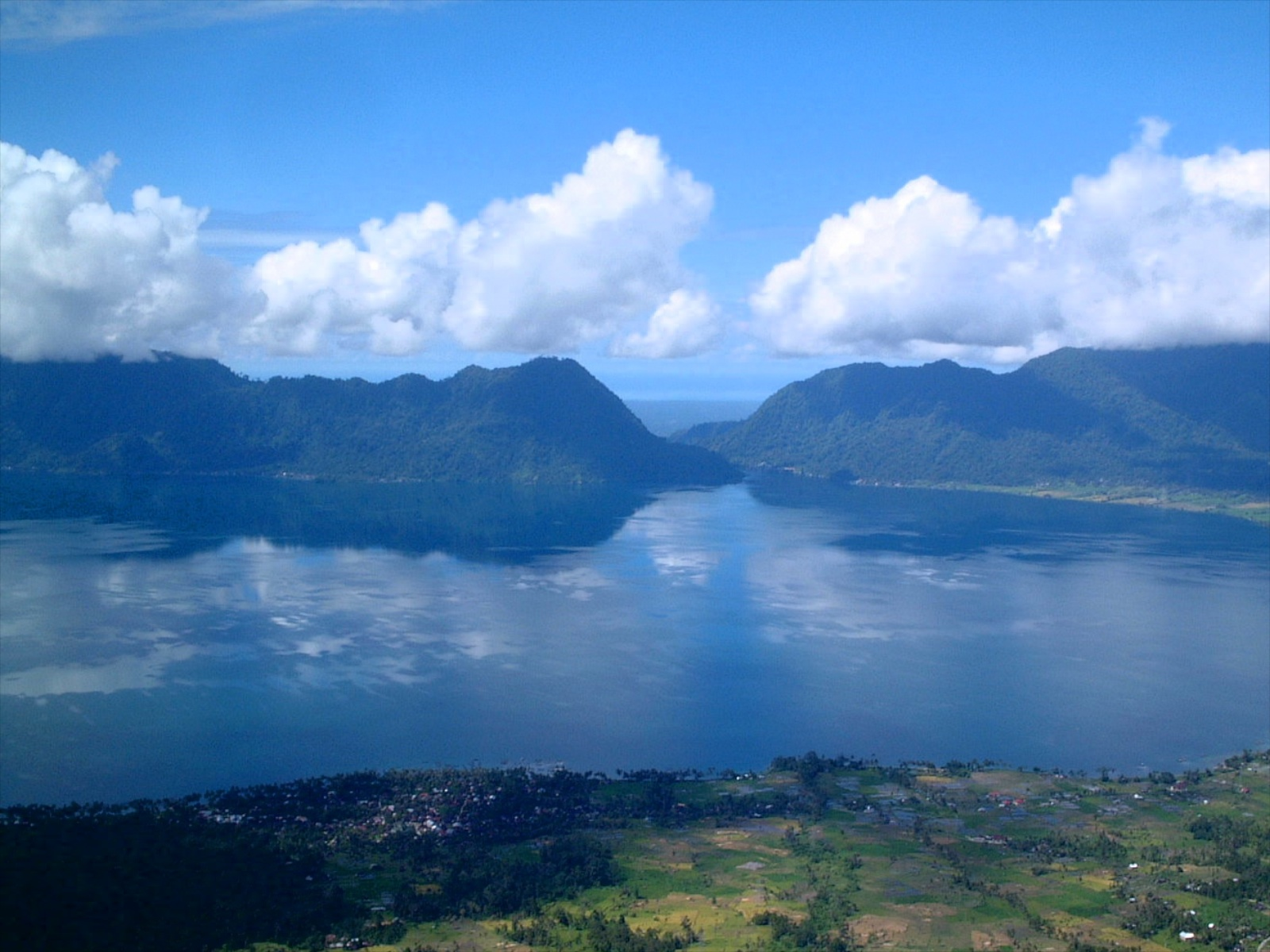 Lake Maninjau from Puncak Lawang (1,