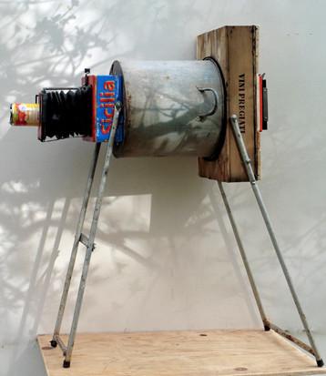 Camera obscura aus Blechkübel, Weinkiste u.a.