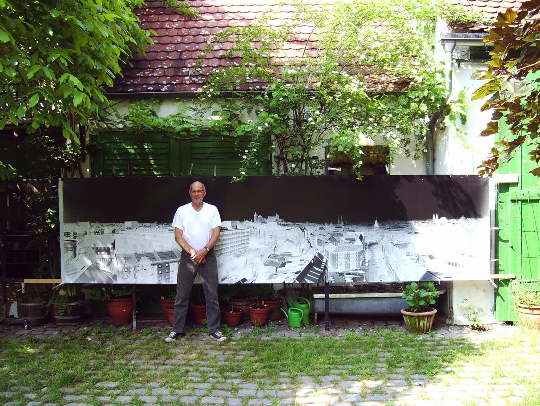 Trocknung des entwickelten Fotos im Garten