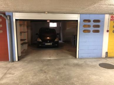 Garaje con puerta automática seccional