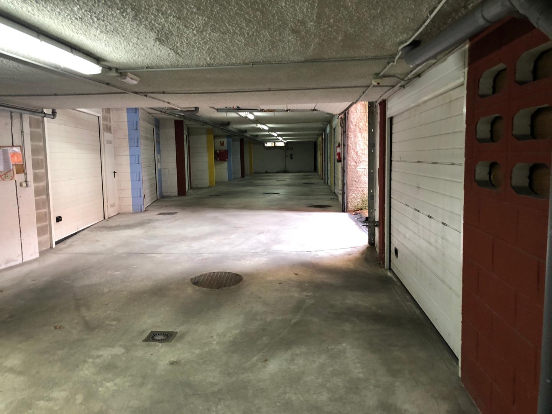 Garaje cerrado en sótano.JPG