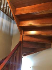 Escalera vista de madera.JPG