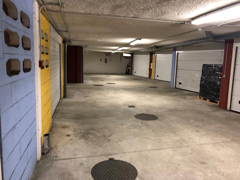 Amplia zona de acceso a garajes.JPG