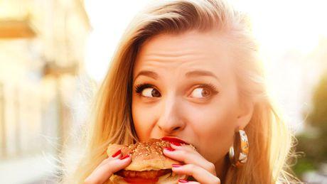 Mâncatul emoțional, un pansament sufletesc înselător. Formeaza-ti obiceiuri alimentare prin hipnoza