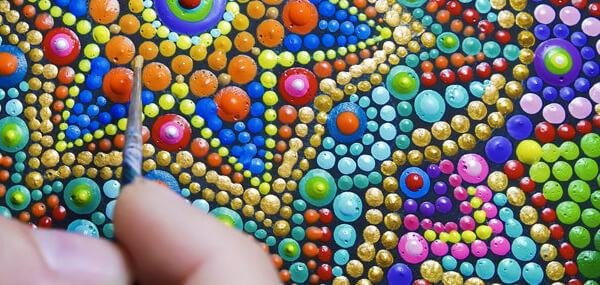 Inocenţa copilāriei desenatā în forme și culori