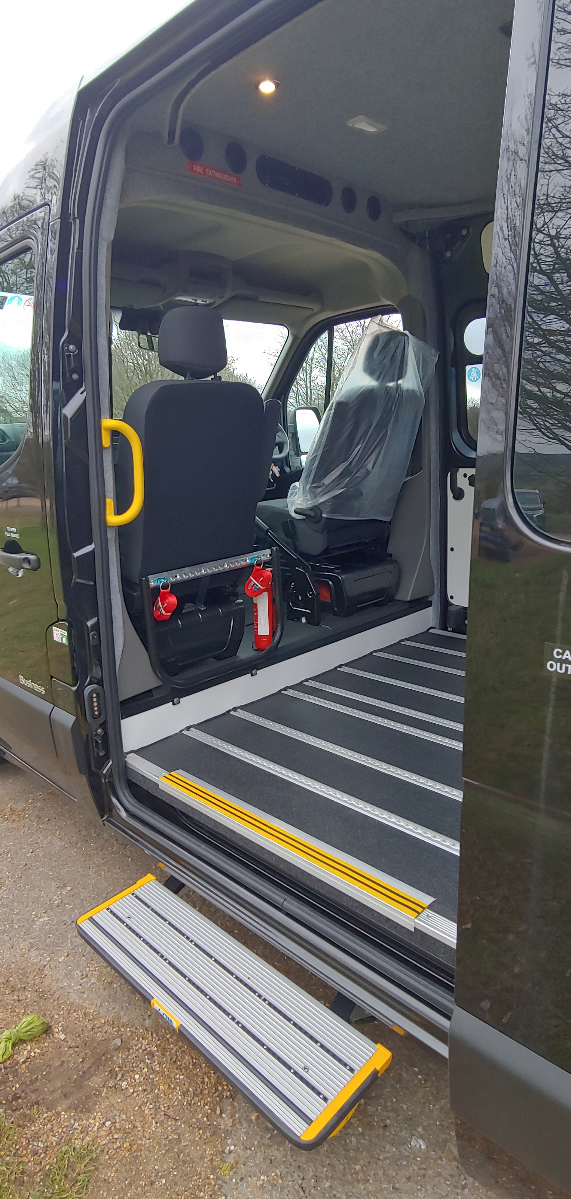 Automatic side step fitted to Renault Ma