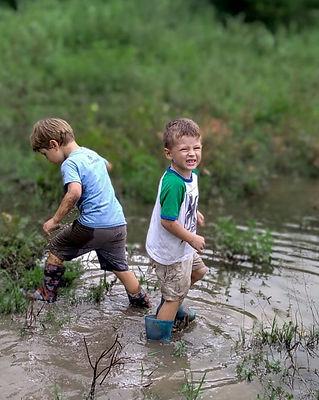 alex y leo en el pantano (1).jpg