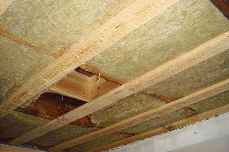 Insulation of the ceiling in the kitchen