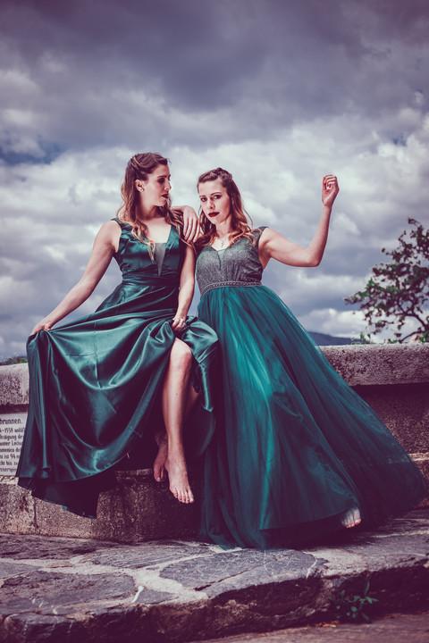 Models: Pia & Sarah MUA: Amely