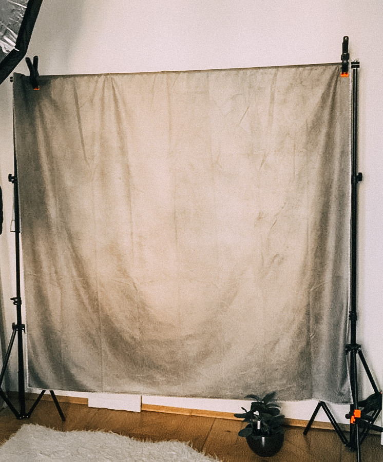 Studiohintergrund aus Stoff mit Stativen