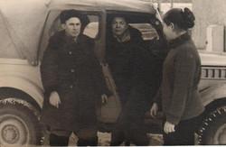 У машины. 1970 г.