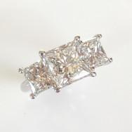 18ct White Gold Princess Cut 3 stone