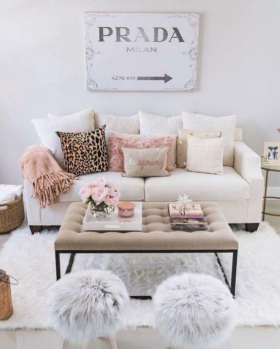 sala de estar com decoração de pelúcia