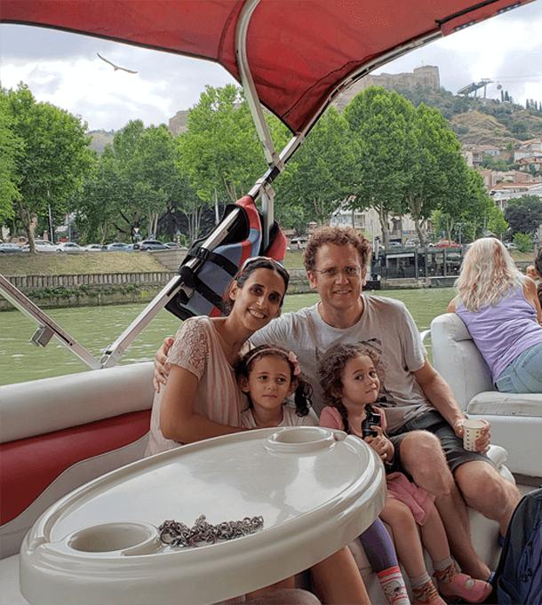"""נוודות דיגיטלית עם המשפחה בחו""""ל"""
