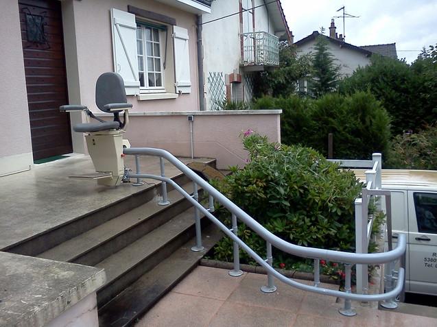 Monte-escaliers exterieur