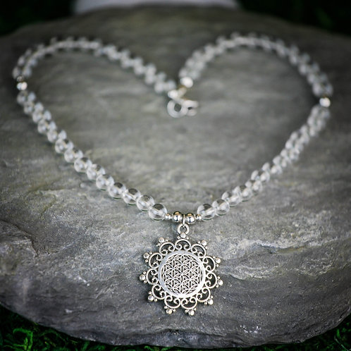 Amplifier les énergies l Cristal de roche collier ras du cou