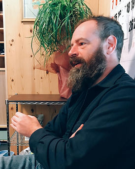 根浜MIND-robin&kate-インタビューに答えるRobin