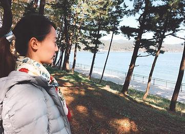 根浜MIND-細江絵梨-根浜海岸を見つめる細江
