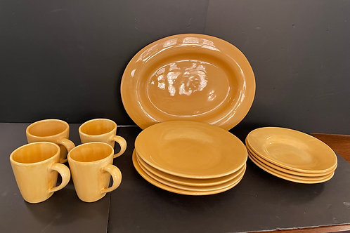 Lot 43 - Pottery Barn Dishes
