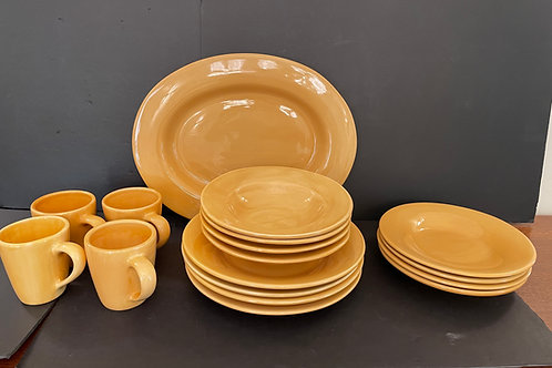 Lot 44 - Pottery Dishes