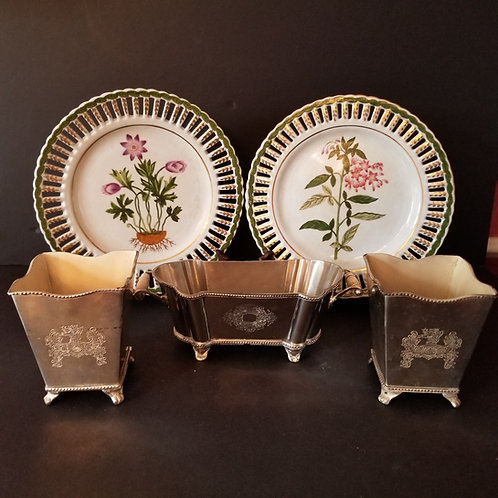 Lot 77 - Pair of Plates & 3 Planters