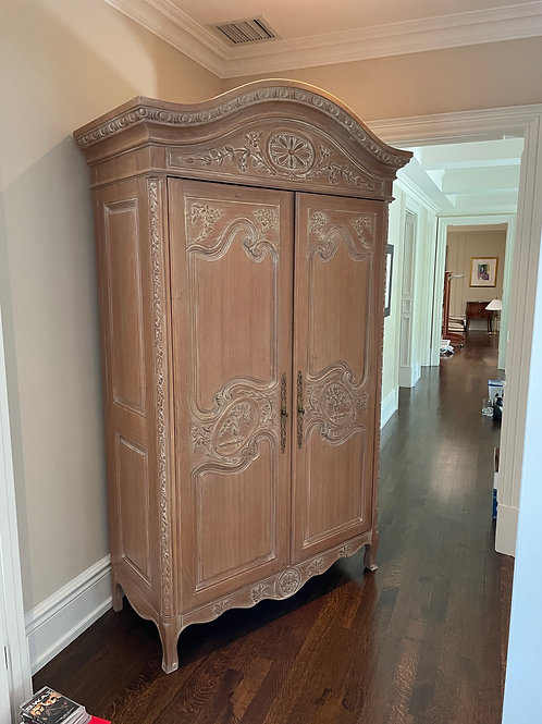 Lot 92 - Country Armoire
