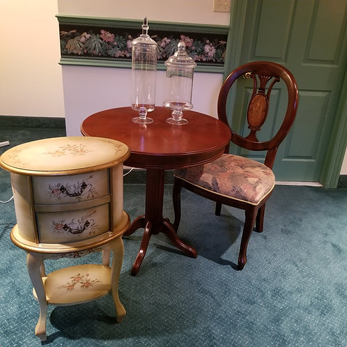 Lot 101 Round table/Chair