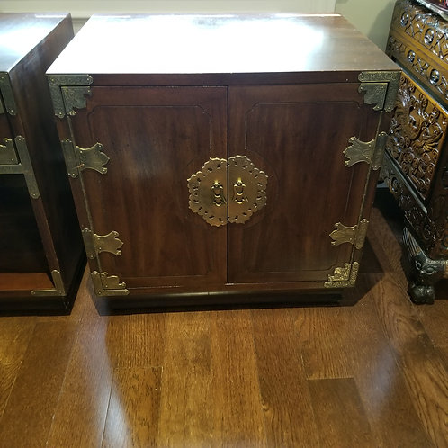 Lot 89 2 Side Cabinets