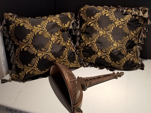 Lot 31 Wall Sconce & Pillows