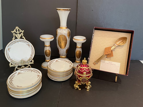 Lot 113 - Hor d'oeuvres plates, etc...