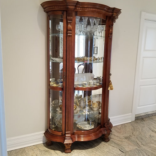 Lot 85 Vitrine/Display Cabinet