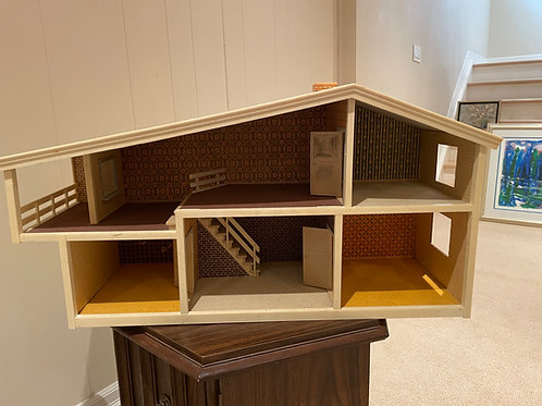 Lot 74 - Doll House