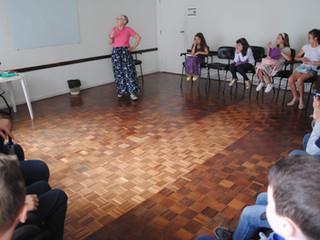 Diaconisa compartilha sua história de vida para crianças de Igreja de Curitiba